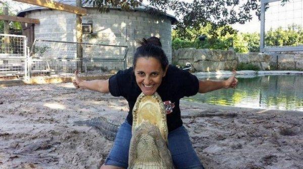 懷孕7個月孕婦與鱷魚玩「搏鬥」