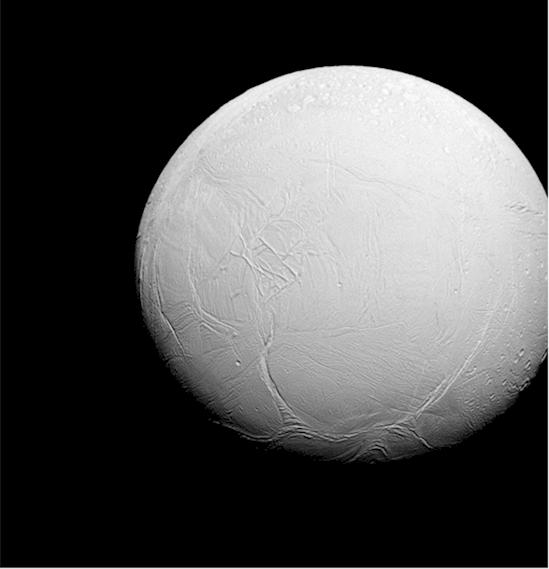 5. 土星的衛星恩西拉德斯在其南半球有較多的裂隙,而北半球則有多個撞擊...