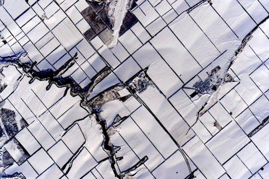 2. 從國際空間站望下去, 冬天的俄羅斯就像一張乾淨整潔的被子。