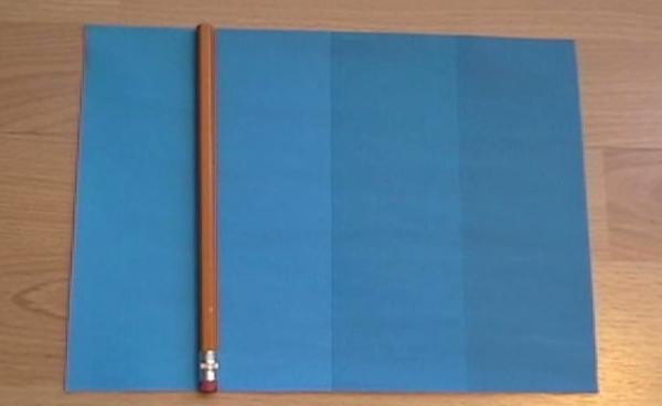 把一支筆放在兩種藍色中間,竟然會這樣