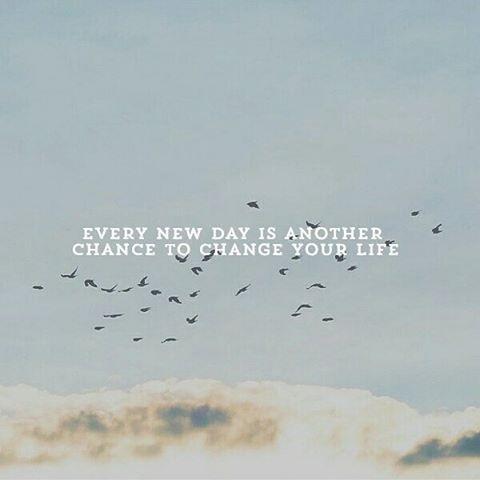 9. 每一天都是新的開始,每一天都有新的機會來改變你的生活。
