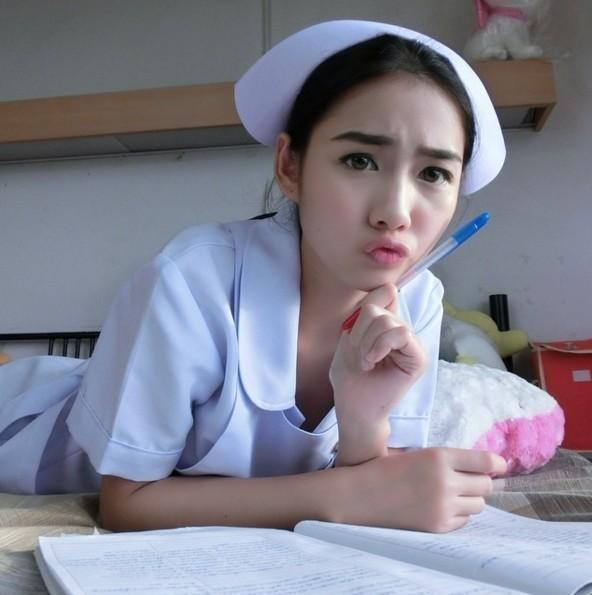 穿著護士制服的模樣迷倒一片宅男,好多人慕名去醫院強行看病。