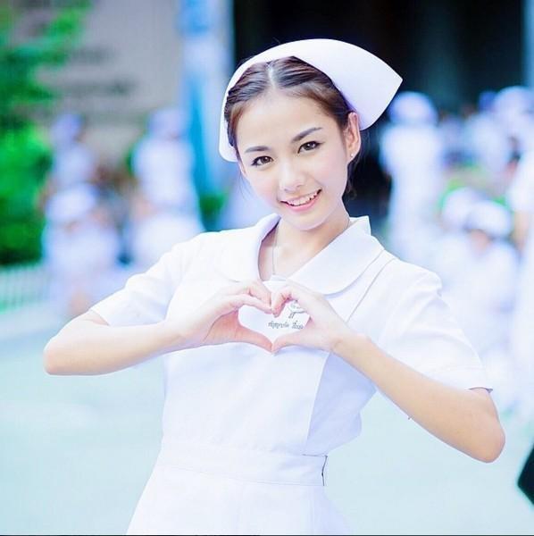 每個女孩都有一個白衣天使的夢吧,這名護士是日前由泰國網友們瘋狂轉發...