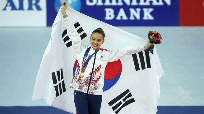 自5歲開始練體操出生的孫延在,從小受到經紀公司的包裝,和著名的韓國...