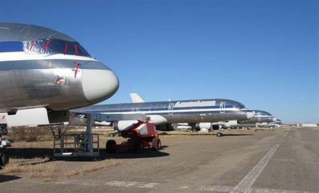 清晨的陽光灑在新墨西哥州這片荒漠土地上,美國航空9780客機從德克薩斯...