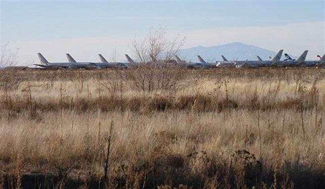 「墓地」是指對那些停用飛機的空地,這些飛機閒置在這裡暫時保留,或準...