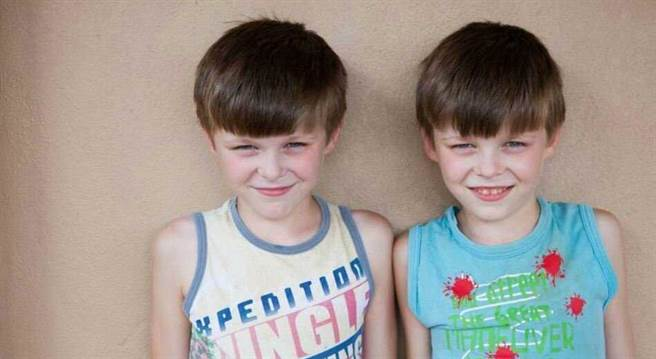 該小鎮總共有6,600位居民,光是雙胞胎就有700對。