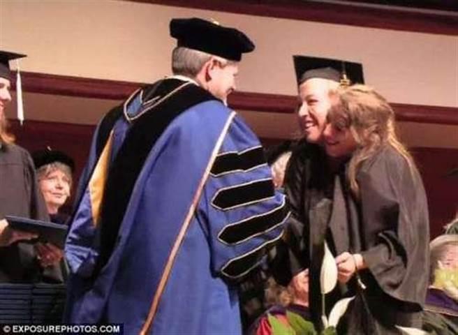 現在她們已經從明尼蘇達州大學畢業了,又讓家人要煩惱一件事,就是,艾...