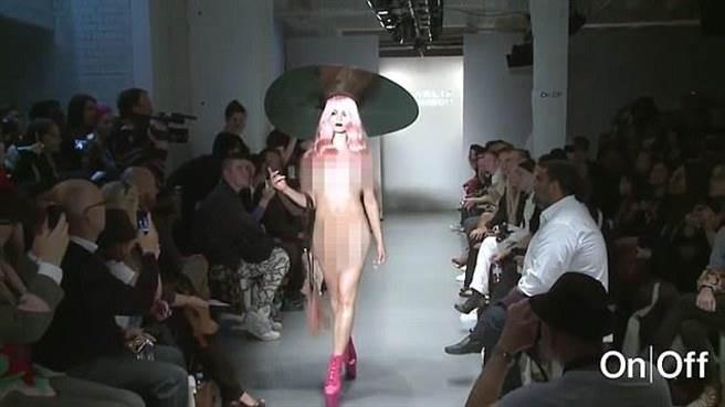 法國假髮設計師Charlie Le Mindu為了不讓服裝、配件分散觀眾注意力,在倫敦...