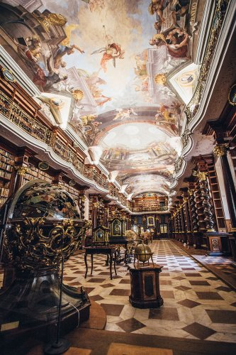 天花板的壁畫是出自簡∙赫貝爾之手。