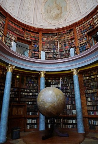 修道院圖書館蓬農豪爾毛,匈牙利