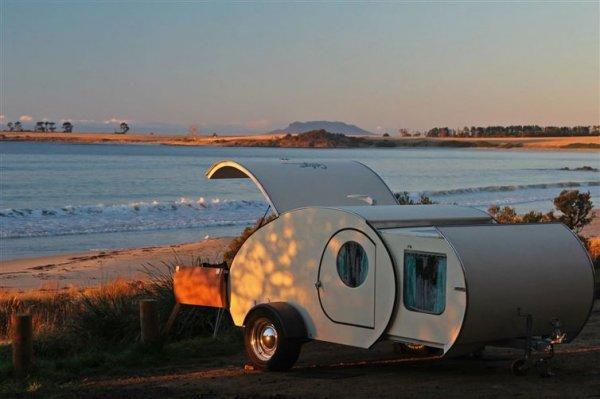 但作為小車就有它的優勢。這露營車可以去笨重的RV永遠去不到的地方。