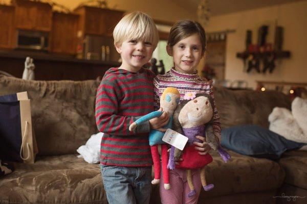 卡登和艾莉以及他們的玩偶