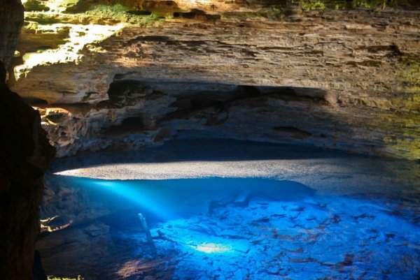 9. 沙帕達迪亞曼蒂納的隱身藍池