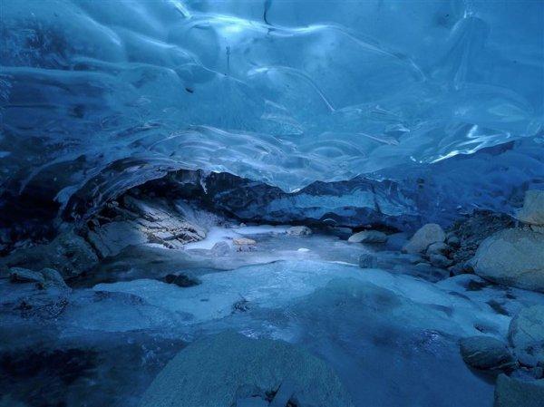你有沒有想過在冰川底行走?這是在阿拉斯加的荒野必做的其中一件事。趁...