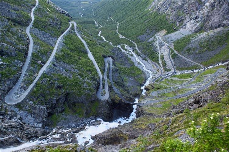 10. 精靈之路, 蜿蜒路經高山、峽谷、瀑布和橋樑……看來這名字取得真妙...