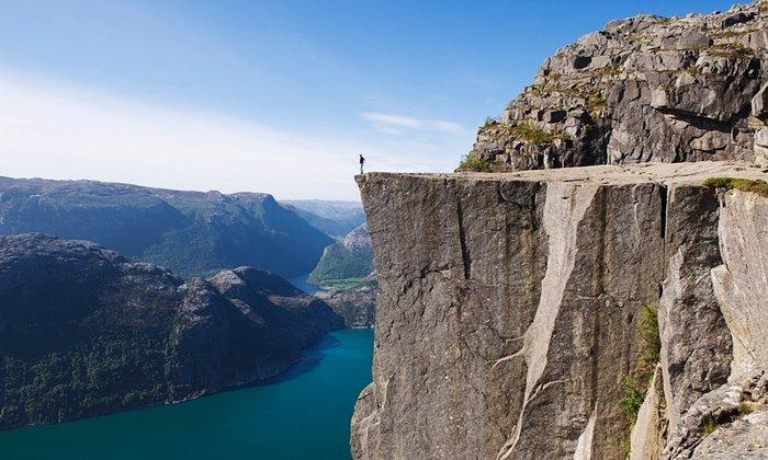 18. 位於挪威海面上604米高的布道台(講壇石)