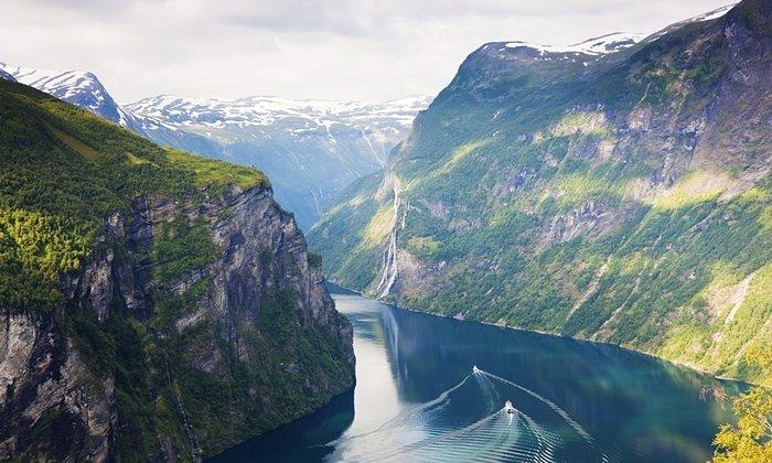 13. 挪威其中一道最著名的峽灣——位於西部的蓋朗厄爾峽灣