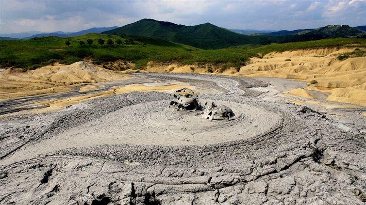 2. 亞塞拜然泥火山