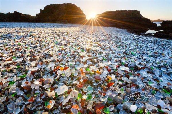7. 加州布拉格堡的玻璃海灘