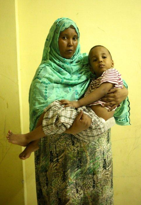 她在逃難時候已懷有7個月的身孕, 並在馬來西亞產下孩子。