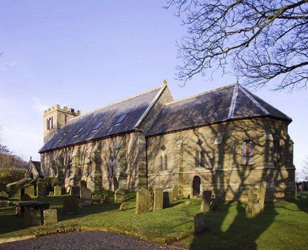 整間教堂占用一英畝的土地, 有四五間房, 兩間浴室, 兩間接待室, 兩...