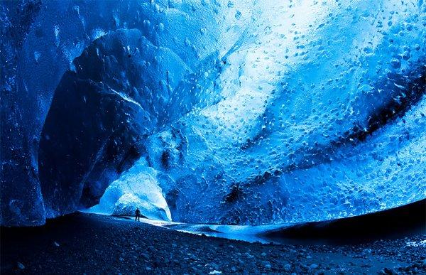 這座洞穴位於冰島的瓦特納冰川, 也是歐洲最大的冰川。類似這樣的洞穴...