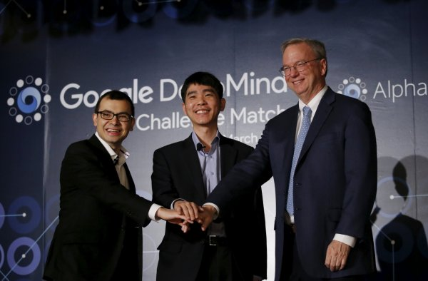 與Google Alpha Go下棋的圍棋手是當下世界排名第一的圍棋高手李世石