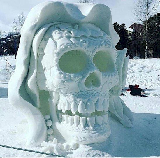 9. 非常細緻的頭骨雕刻, 出自在科羅拉多州布雷肯里奇國際雪雕錦標賽的...