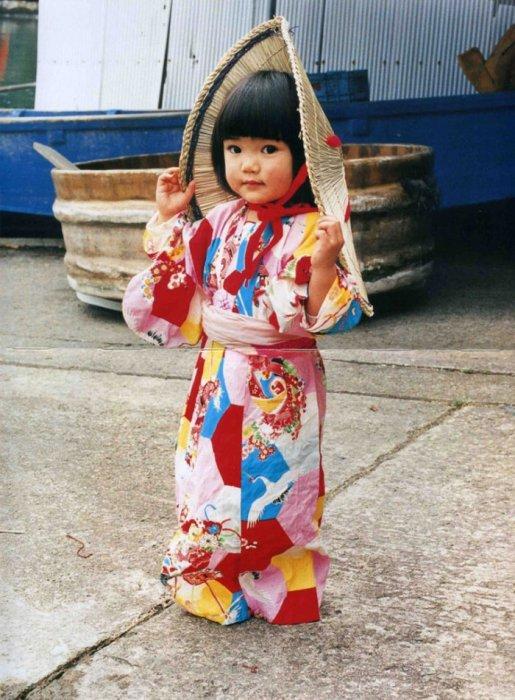Kawashima 在2011年發布了一本攝影書名叫《Mirai Chan》, 主角就是臉色紅潤的...