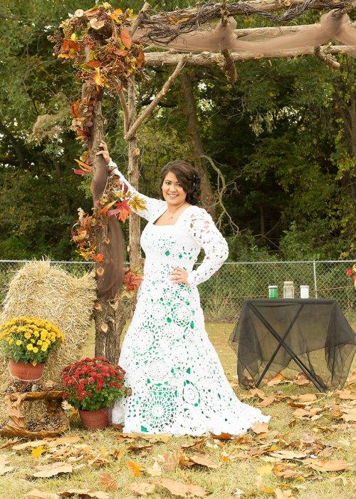 她一直在尋找一件復古風格的婚紗禮服, 但所有她喜歡的婚紗都在1000美元...