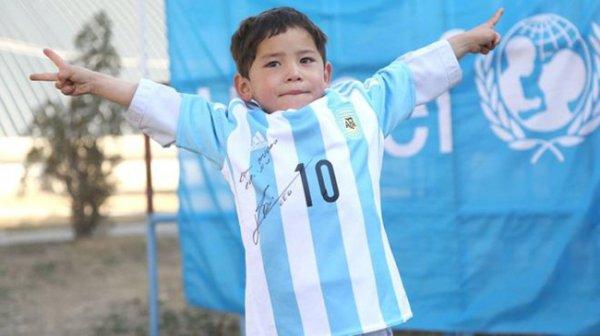 社交媒體活動幫助找到了這位被稱為「梅西的忠實粉絲」的小孩, 他是五...