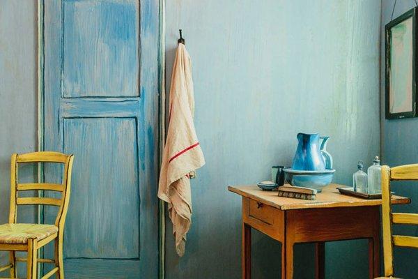 「這房間會讓你感覺仿佛置身在畫作里。 那是以後印象派風格布置的, 讓...