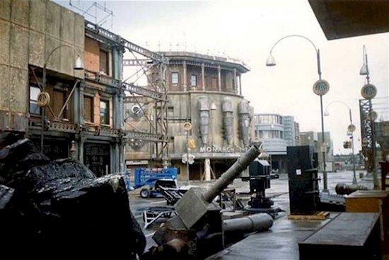 8.  《蝙蝠俠》高譚市 – 1983年