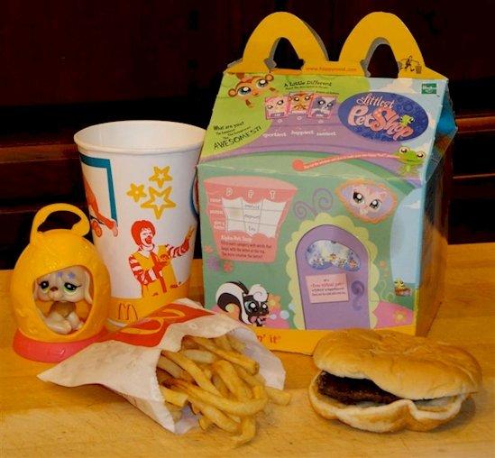 15. 麥當勞是全球最大的 玩具經銷商