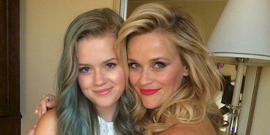 6. 瑞茜·威瑟斯彭(右)和她的女兒艾娃·菲利普(左)。