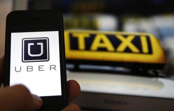Uber的出現讓許多德士司機的生意一落千丈,近日在吉隆坡德士司機和Uber司...