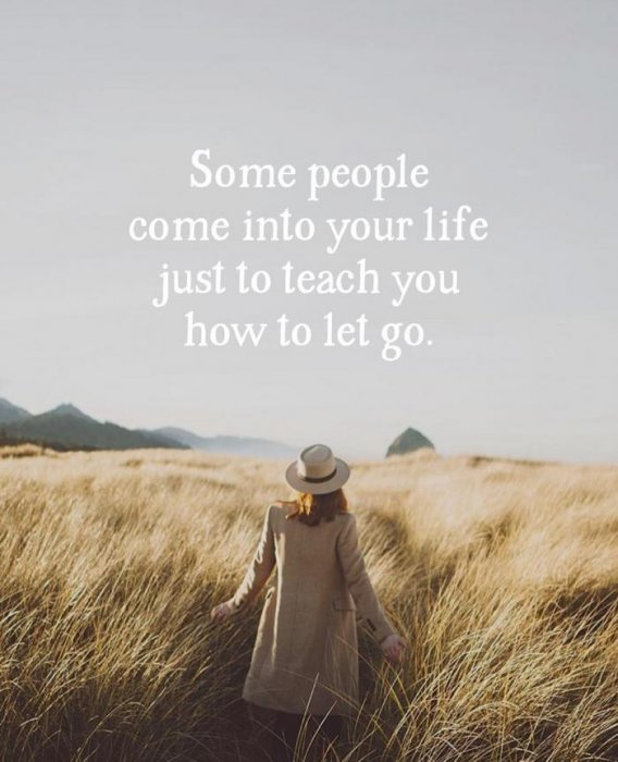 9. 有些人之所以會出現在你的身邊,就是為了教會你如何放手。