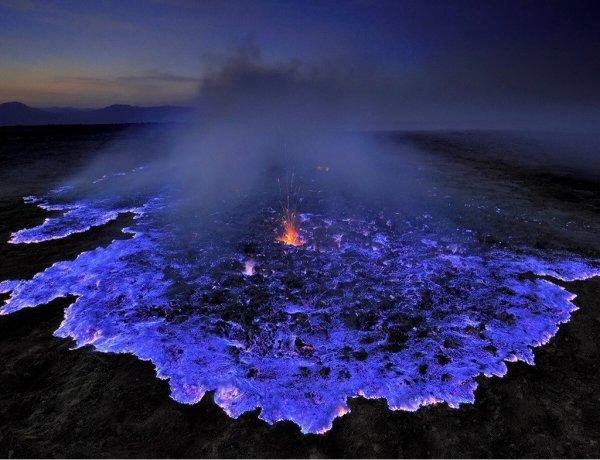 6. 印尼以藍色火山而聞名。