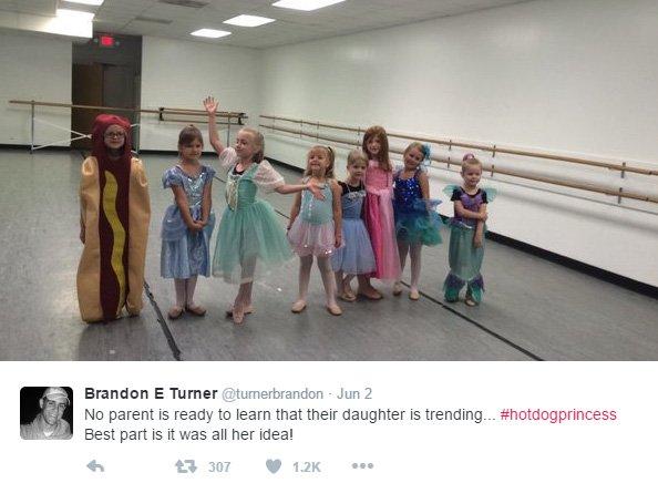 這名五歲的小女孩叫做艾因斯利, 她決定在舞蹈課的「公主日」當一條可...
