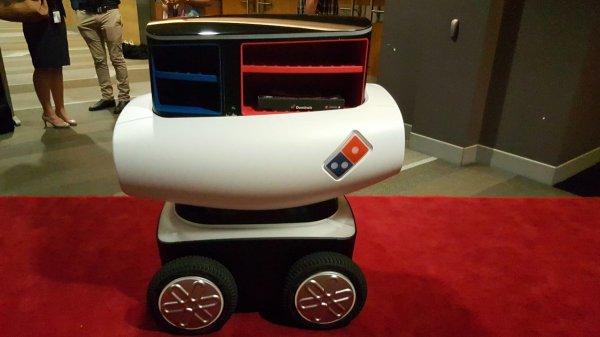 這個機器人在澳大利亞開發, 有一半像是Wall-E, 另一半則像嬰兒車, 還有...