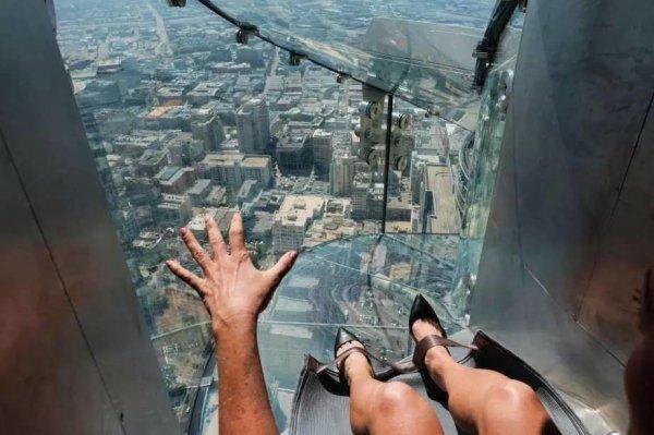 一座70層樓300米高的高空透明玻璃滑梯,你絕對沒有試過這麼刺激的東西。...