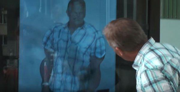 而這位大叔被P成大隻佬,結實的胸肌一塊塊的,他看到心裡高興得不得了...