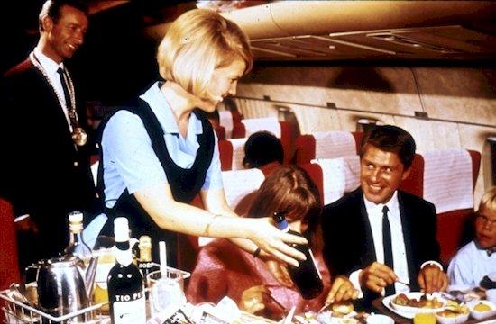 4. 即使是在70年代, 斯堪的納維亞航空公司的機上也有品酒師。