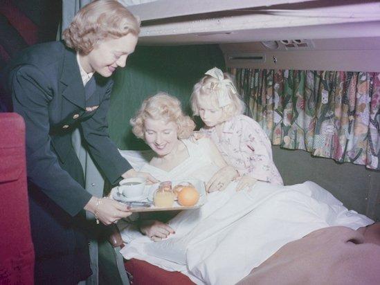 2. 讓你了解到了50年代空中旅行的兩件事: