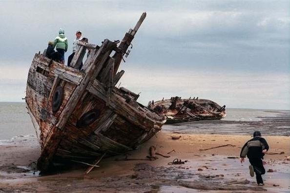多年來的不當捕撈,以及破壞海底生態,已經徹底挖空海底的生物跟破壞海...