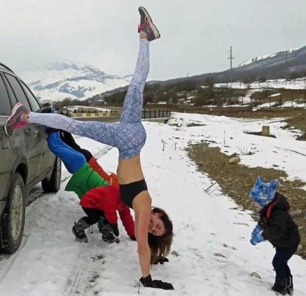 熱愛健身的媽媽和孩子出門,到哪都是運動場!