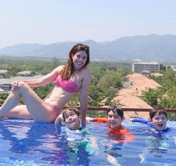 常常帶著孩子們到處邊玩邊健身,Jennifer Gelman的身材重回少女時期的狀態,...
