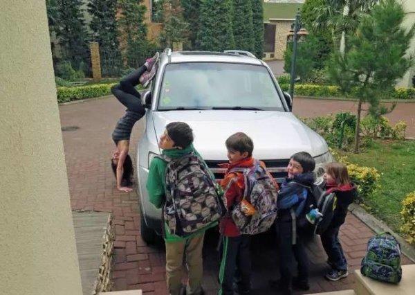 開車前一定要先倒個立,等孩子們都準備好了再出發!