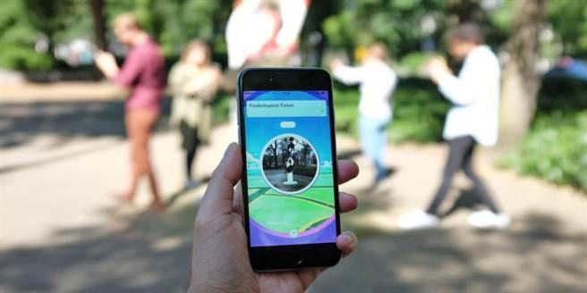 網友們玩《Pokémon GO》時,有查過IV值嗎?最近網友紛紛開始論戰:「查IV是...